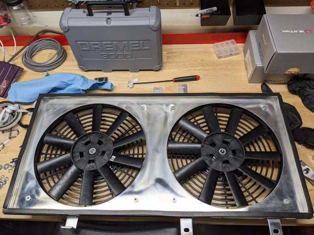 Molding around the fan shroud